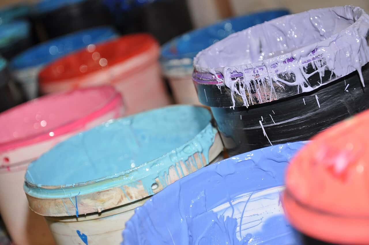 PANTONE® Farben Farbeimer nahaufnahme